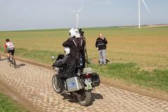 IMG_1137 (fab spotter) Tags: cyclisme parisroubaix vélo voiture course competition extérieur ecureuil hélicoptéres télévision motos