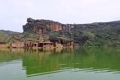 Bhutanath de Badami, Inde (voyagesphotos) Tags: inde india karnataka badami temple religion hindouisme hindou hindu eau chutes lac