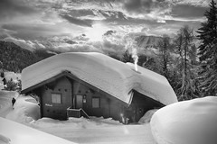 Bettmeralp, 2018 (j0hnnyg) Tags: bettmeralp switzerland snow chalet roof mono