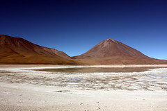 Bolivia (mbphillips) Tags: mbphillips sigma1835mmf18dchsm canon450d 玻利维亚 南美洲 볼리비아 남아메리카 ボリビア 南アメリカ sudamérica américadelsur 玻利維亞 southamerica landscape paisaje 景观 景觀 경치 geotagged photojournalism photojournalist altiplano lagunablanca travel bolivie bolivien bolivia