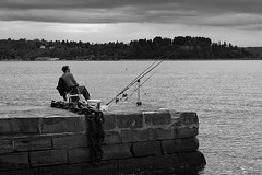 waiting for the catch (Kitschi_) Tags: adria 50mm adriaticsea meer street sony loxia angler sea a7ii summer 2017 sommer silverefex2 streetlife slowenien zeiss slovenia f2 piran ilce fisherman loxia250