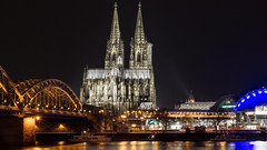 Hohe Domkirche Sankt Petrus (lucico) Tags: 2016 cologne germany eu europa catholic cathedral night church católico catedral worldheritagesite worldheritage bridge river rhein city citysights cityscape deutschland reflection water ph292 medieval middleages gothic