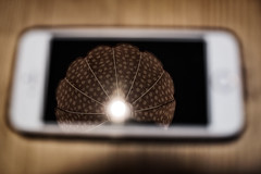 Really smart! (kceuppens) Tags: reflection reflectie iphone phone smartphone light licht fujixt20 fuji xt20 1855 lamp apple