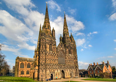 Lichfield Cathedral (ricsrailpics) Tags: uk staffordshire lichfield cathedral gothic statues arches spires 2018