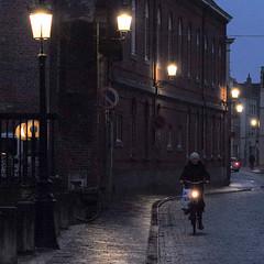 Langestraat, Bruges, Belgium (Plan R) Tags: street cobblestone bruges evening night bicycle leica m 240 noctilux 50mm streetlamp brick rain