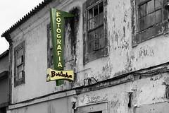 Fotografia Borlinha (hans pohl) Tags: portugal algarve signs publicités advertising façades architecture abandonné abandoned noiretblanccoloré blackandwhite recoloured silves