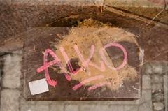 Warszawa, 2018 (Aleksander Kalka Photographiti) Tags: warszawa warsaw varsavia varsovie varsovia nikon f100 agfa vista 200 analog street ulica strada vomit vomito zygi alko tag graffiti marker squeezer nikkor 50mm18g f18