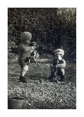 i gemelli a Vicenza - febbraio 1937 (dindolina) Tags: photo fotografia blackandwhite bw biancoenero monochrome monocromo vintage family famiglia history storia vignato gemelli twins italy italia veneto vicenza 1937 1930s annitrenta thirties toy