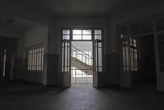 (jecko79) Tags: ospedale psichiatrico abbandonato dismesso scala corridoi stanze radiografie prospettive decadenza esplorazione urbana hospital psychiatric abandoned decommissioned staircase corridors rooms radiographs perspectives decay urban exploration urbex