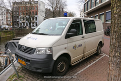 Dutch police Volkswagen Transporter 5 (Dutch emergency photos) Tags: politie police polizei policia politi polisie polis nederland nederlands nederlandse 112 999 911 forensic research forensische opsporing fo amsterdam dutch emergency vehicle volkswagen vw transporter t5 5 v blue light rotating 8309 06vvd6