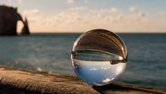 La falaise d'Aval L'Arche @Etretat (- Fabrice TRINITE) Tags: bouledecristal etretat normandie france seinemaritime falaises falaise seine maritime normandy lensball pentax k70 pentaxk70 sigma sigma1770 sigma1770mmf284dc refraction sphere