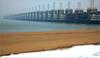 La plage et L'Oosterscheldekering (Barrage de l'Escaut oriental), Noord-Beveland, Kamperland, Nederland (claude lina) Tags: claudelina nederland hollande paysbas zeeland debanjaard plage dune merdunord noordzee zeelande oosterscheldekering barragedelescautoriental barrage pont bridge