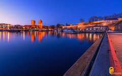 Råduset & Akershus Festning (pramodphotography7) Tags: rådhuset akershusfestning oslo norway akerbrygge bluehour sky fjord sea reflection line coast light