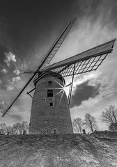 Geismühle A57 West (Of Light & Lenses) Tags: geismühle windmühle turmmühle towermill windmill geest sandrücken voigtlaender hyperheliar10mm superwideangle etremewideangle sun sunstar sonnenstern sonya7rii sony niederrhein lowerrhineregion a57 autobahn blackandwhite bw schwarzweiss monochrome
