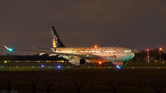 Star Alliance Livery (keriarpi) Tags: b6091 airbus a330243 air china star alliance livery 31r lhbp bud spotter spotting spotterdomb domb jet airplane aircraft plane airline airlines night nightshot