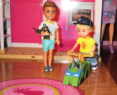 Play time (flores272) Tags: tommydoll barbie barbiedoll doll dolls toy toys tmnt teenagemutantninjaturtles micromutants teenagemutantninjaturtlesmicromutants ninjaturtlemini boychelsea