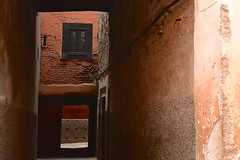 Marocco- Marrakech (venturidonatella) Tags: marocco morocco africa marrakech colori colors street streetscene vicolo alley nikon nikond500 d500 scorcio ombra luce shadow light penombra penumbra