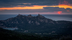 Coucher de soleil sur le Lion (Arnaud Grimaldi) Tags: coucher de soleil roccapina corse corsica sunset lion plage 70200
