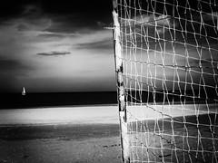 (Effe.Effe) Tags: bw blackandwhite bn biancoenero sailing vela barca boat net rete sea mare beach spiaggia