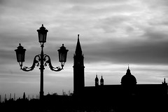forme veneziane. (pjarc) Tags: europe europa italy italia veneto venetian venezia venice forme forms foto photo bw black white bianco nero digital nikon dx nikkor gennaio january 2018