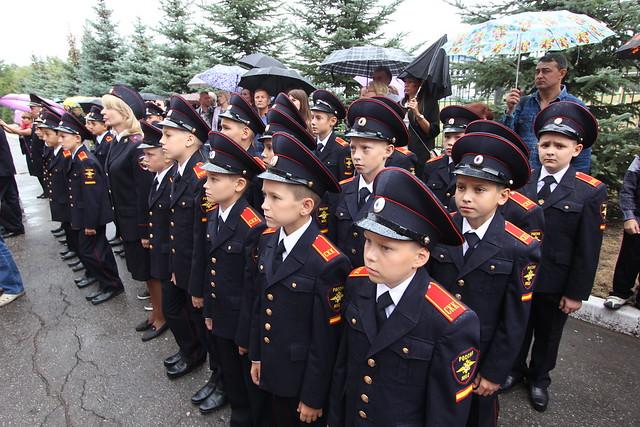 Экс-полицейские подозреваются вполучении взятки вКаменске-Шахтинском