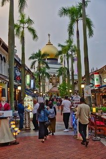 Sultan mosque with restaurants in Singapore