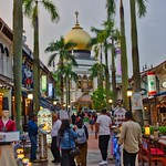 Sultan mosque with restaurants in Singapore thumbnail