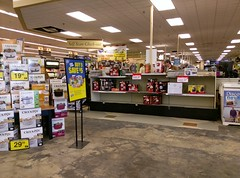Checklanes, as seen on December 29, 2017 (l_dawg2000) Tags: 2018remodel cordova delicatesen grocery grocerystore healthbeauty kroger labelscar marketplace meats memphis pharmacy produce remodel retail scriptdécor shelbycounty supermarket tennessee tn trinitycommons cordovamemphis unitedstates usa