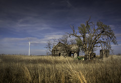 Wyeth House & Windmill (jdnelms62) Tags: texas ruraltexas farm abandoned abandonedhomes field windfarms turbines