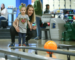 2018_Zoey_Bowling-27 (Mather-Photo) Tags: 2018 andrewmather andrewmatherphotography bowling candid canon children environmentalportraits family girl gladstonebowl green indoors inside kansascityphotographer matherphoto neice people photography portrait saturday sports sportsphotography stpatricksday zoeygrace zoeymccracken child cute fun kid