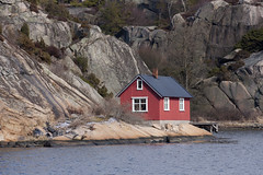 Hvalerkysten 1.2, Østfold, Norway (Knut-Arve Simonsen) Tags: vesterøy hvaler norge норвегия norway noruega norwegen norvegia norvège नॉर्वे 挪威 ノルウェー நோர்வே νορβηγία sydnorge sørnorge østlandet glomma oslofjorden østfold norden scandinavia скандинавия э́стфолл фре́дрикстад гло́мма ослофьорд vann hav benk gress tre hytte brygge water sea tree cottage pier banco de mar agua hierba árbol cabaña muelle wasser meer hütte acqua molo mare
