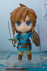 DSC_7733 (Quantum Stalker) Tags: nintendo breath wild switch link figure nendoroid deluxe dx weapons sheikah slate accesories bow arrow axe hood