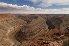 Gooseneck, Utah (Guillaume DELEBARRE) Tags: landscape gooseneck utah usa west paysage canon 6d tamron2470f28 statepark america étatsunis clouds cloudysky red