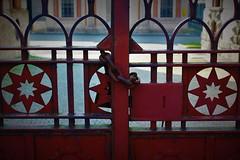 Particolari del cancello dell'insediamento industriale di Crespi d'Adda. (ornella sartore) Tags: dettagli cancello chiuso colori allaperto