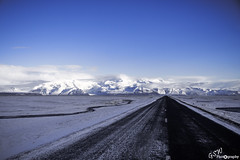 Road Block (Gavmonster) Tags: gswphotogrpahy nikon d7500 mountain iceland jökulsárlón winter snow naturalwonder vatnajökull sky road white black stream clouds