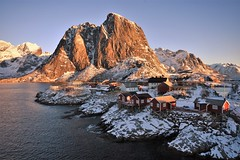 Hamnoy sunrise (Rudi Verspoor) Tags: lofoten natural norway light morning mountainscape mountains mountain nikon europe 1020mm d7200 dslr february winter snow cold town