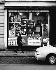 Le vieux Ostende (laurent.dufour.paris) Tags: 2016 2018 aprèsmidi belgique belgium black blackandwhite blanc boutique bw candid capturestreets city darkisbetter dreaminstreets europe everybodystreet everydayeverywhere extérieur femmes fromstreetswithlove generationstreet hiver hommes lensonstreets life lovesnoir monochrome noir noiretblanc ostend ostende people photographiederue portrait regardsparisiens rue storyofthestreet storyofthestreets streetfocuson streetphoto streetphotography streetphotographyinternational thestreetphotographyclub thestreetphotographyhub ville vitrine wearethestreets wearethestreet white worldstreetfeature xpro1 zonestreet