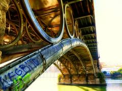 Por debajito del puente sonaba el agua (jantoniojess) Tags: puentedetriana triana sevilla andalucía españa spain seville bridge puente río river ríoguadalquivir guadalquivir