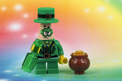 Patrick's celebrating St. Patrick's Day (Lesgo LEGO Foto!) Tags: lego minifig minifigs minifigure minifigures collectible collectable legophotography omg toy toys legography fun love cute coolminifig collectibleminifigures collectableminifigure patrick star patrickstar spongebobsquarepants spongebob squarepants ireland irish seastar saintpatrick stpatrick stpatrickday day leprechaun leprechauncostume costume