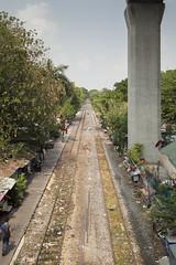 Cruce de vías en Phaya Thai, Bangkok. (www.rojoverdeyazul.es) Tags: urban photography fotografía urbana bangkok thailand tailandia autor álvaro bueno phaya thai skytrain train station vías de tren tracks