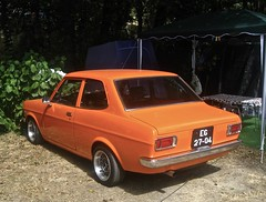 1971 DATSUN Sunny 1200 S1 2-door Sedan (ClassicsOnTheStreet) Tags: eg2704 datsun sunny 1200 s1 2door sedan 1971 datsunsunny datsun1200 sunny1200 japans japanese 70s 1970s classic klassieker classiccar oldtimer veteran gespot spotted carspot chaves parquedecampismoquintadorebentão ruafreixo portugal 2017 straatfoto streetphoto straatbeeld strassenszene classicsonthestreet oranje orange