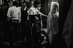 Fascination (Nico base) Tags: india kid streetphotography street traveler travel trip canon jaipur blackandwhite bnw noiretblanc wunderlust
