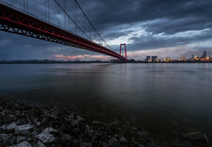 The Golden Gate Bridge of Emmerich (Dld.) (nldazuu.com) Tags: duitsland nldazuufotografeertcom rijn davezuuring rhein emmerich niederrhein rhine avondfotografie brug emmerichamrhein water
