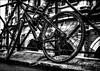 Le vélo oublié du gladiateur vaincu... / The defeated gladiator's forgotten bike (vedebe) Tags: velo noiretblanc netb nb bw monochrome arles arènes rue street ville city architecture urbain urban