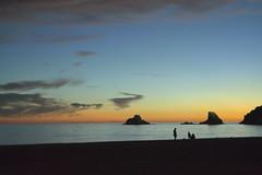 Atardecer en Primavera (Tomás Hornos) Tags: color azul mar sea siluetas sombras seascape paisaje playa beach atardecer sunset puestadesol cielo mediterráneo mediterranean silhouettes shadow