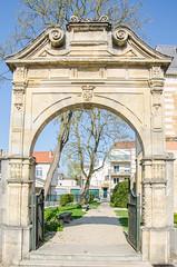 Portail de l'ancien hôtel des Vidames (Zéphyrios) Tags: chalonsenchampagne champagne champagneardenne marne gothique renaissance xvi musée