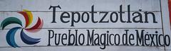2018 - Mexico City - Tepotzotlán - Welcome (Ted's photos - For Me & You) Tags: 2018 cityofmexico cropped mexico mexicocity nikon nikond750 nikonfx tedmcgrath tedsphotos tedsphotosmexico tepotzotlan vignetting tepotzotlán pueblosmágicos magictownsofmexico pueblomágico sign red redrule wideangle widescreen