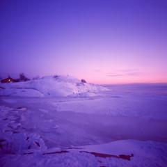 Arctic Night II (elfsprite) Tags: suomenlahti gulfoffinland balticsea itämeri suomenlinna merilinnoitus seafortress helsinki pinhole neulanreikä vermeer66 kodak ektachrome 200vs arctic arktinen talvi winter ice merijää jää seaice sunset auringonlasku yö night