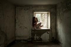 Lost (www.steffi-bunterkunt.de) Tags: lost place akt loneliness allein verfallen broken naked nackt female model broke dark sad dunkel weiblich frau fenster window old house dirty
