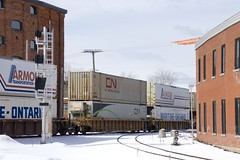 CN 120 passing old and new signals (Michael Berry Railfan) Tags: cn canadiannational eastsidecanalbank sthenri montreal quebec winter snow cn120 montrealsub cofc intermodaltrain